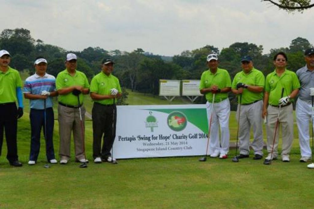 DEMI MENAMBAH DANA: Acara golf amal, 'Swing for Hope Charity Golf', anjuran Pertapis yang menggunakan kutipan dana hasil usaha itu untuk menampung keperluan pendidikan di rumah kanak-kanak dan juga pusat wanitanya. - Foto PERTAPIS