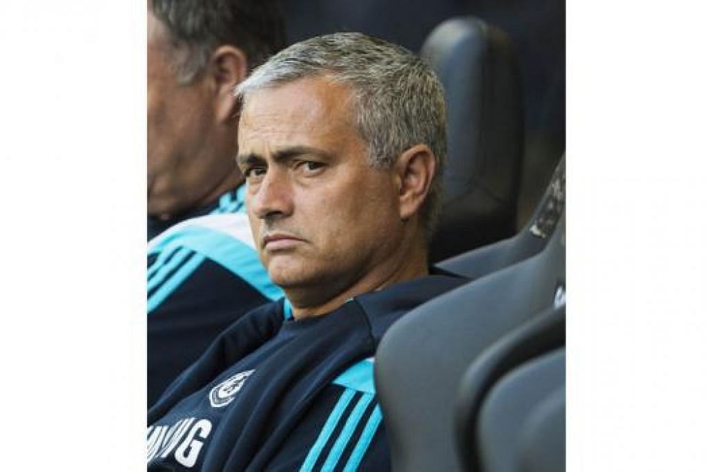 LEMPAR SINDIRAN PEDAS: Pengurus Chelsea, Jose Mourinho, menyindir rakan-rakan sejawatan, namun barangkali lupa 'sejarah' dirinya sendiri.