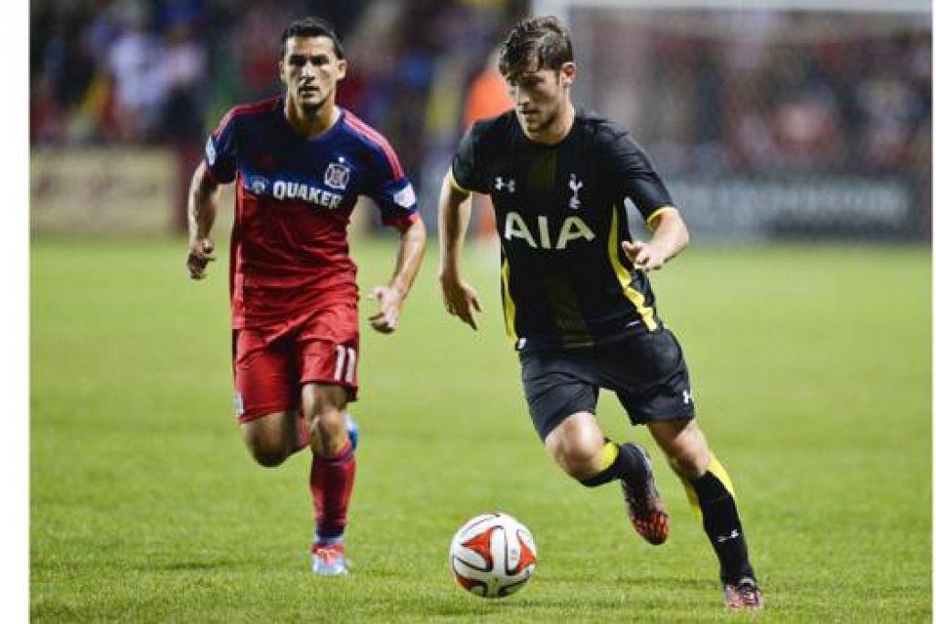LINCAH BERGERAK: Pemain baru Tottenham Hotspur, Ben Davies (kanan), beraksi cemerlang semasa perlawanan pramusim di Amerika Syarikat bulan lalu. – Foto AFP