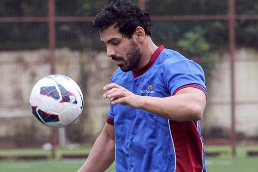 JADI PEMAIN BOLA SEPAK: John Abraham perlu kurangkan berat badan untuk membawa watak pemain bola sepak dalam filem terbaru lakonannya. - Foto IANS