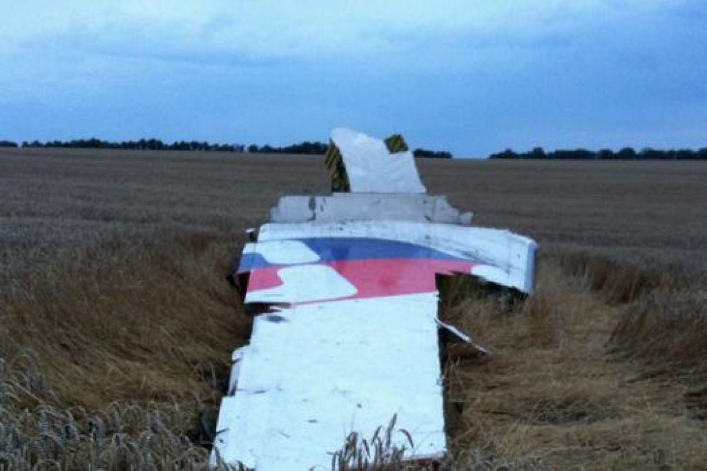 KESAN KRISIS UKRAINE: Pesawat Boeing 777 milik Malaysia Airlines itu ditembak jatuh di sempadan Ukraine-Russia pada 17 Julai lalu mengakibatkan seramai 298 terbunuh.
