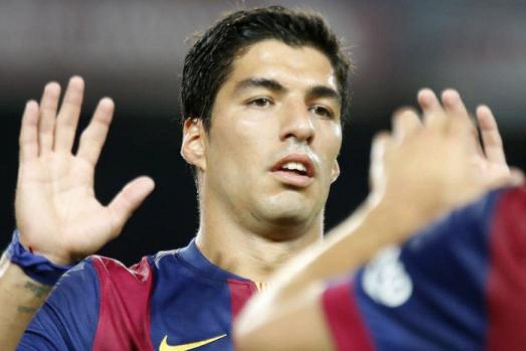 SENTUHAN CEMERLANG: Bintang Uruguay, Luis Suarez, berpeluang beraksi sekitar 15 minit semasa perlawanan persahabatan kelab barunya, Barcelona, kelmarin. - Foto REUTERS