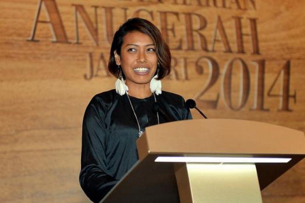 TERIMA KASIH MAK: Cik Saiyidah Aishah mengambil kesempatan mengucapkan terima kasih kepada semua yang telah menyokong kerjayanya dalam sukan mendayung sejak 10 tahun lalu, khususnya ibunya, Cik Sumiati Buang.