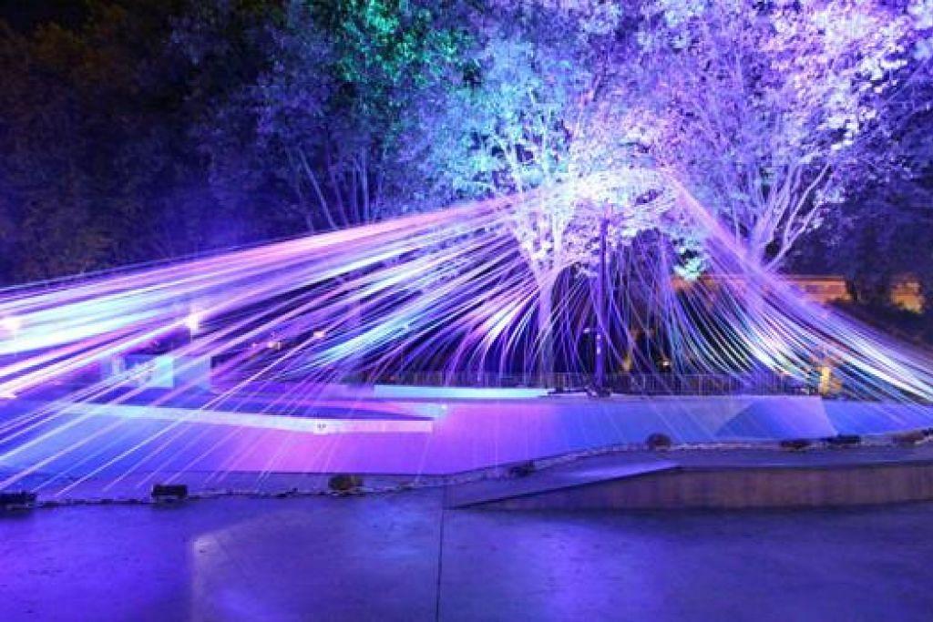 HUTAN MISTIK: Pemasangan seni cahaya, Night Lights: Alsos*, oleh Scenocosme (Perancis) ini memaparkan satu hutan mistik yang bercahaya dan mempunyai bunyi. - Foto CUMULUS