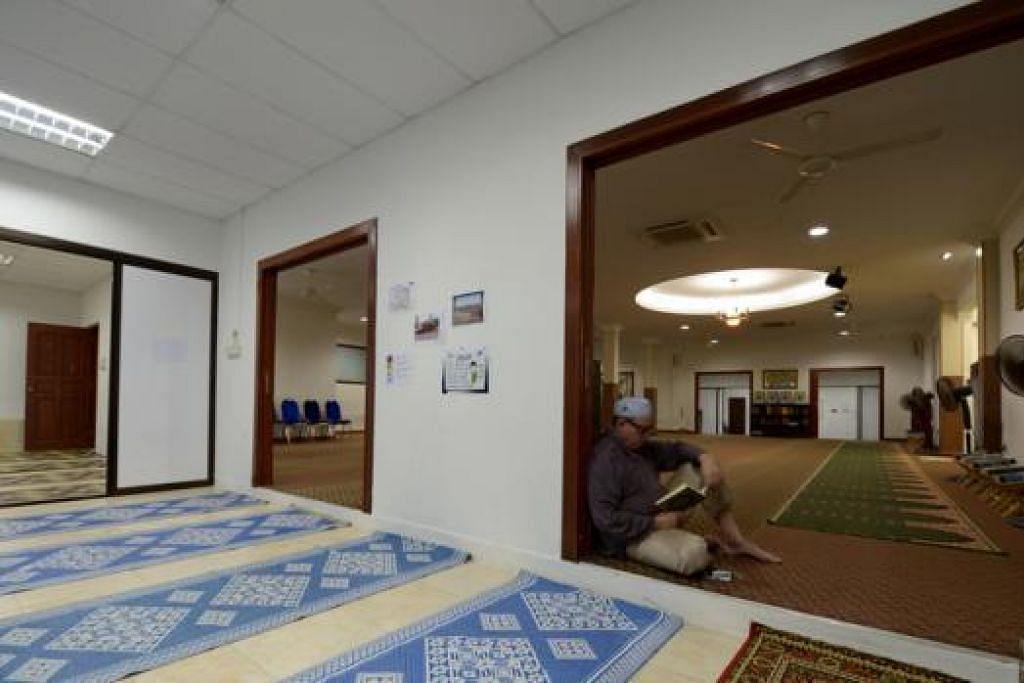 TINGKAT PRASARANA: Masjid Ahmad Ibrahim memasang sistem hawa dingin beberapa tahun lalu tetapi sejak itu mengalami bekalan elektrik yang terputus-putus. Masjid itu kini mempertimbang menjalankan kerja peningkatan ke atas prasarana elektriknya.