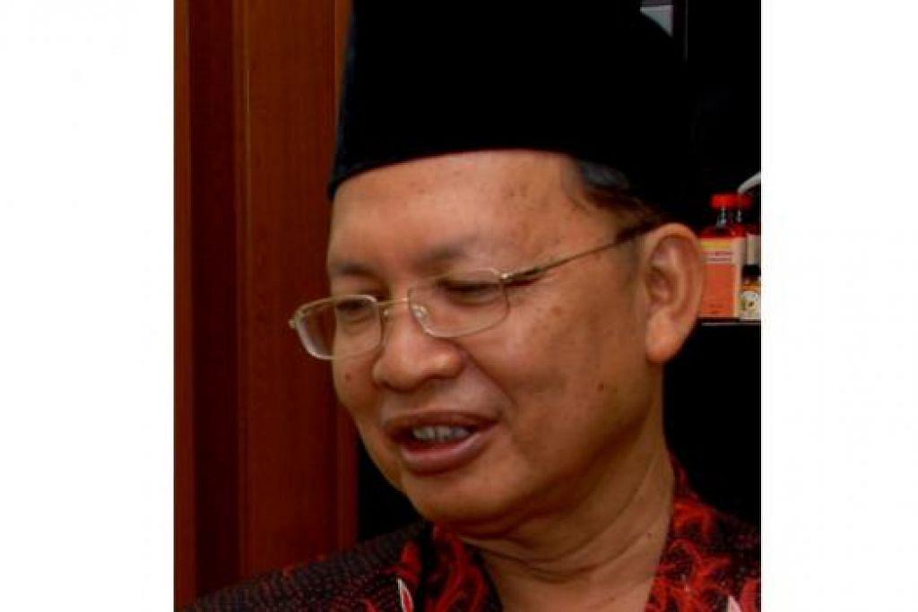 Ahmad Afandi Jamari seorang mantan guru (bersara sejak 2006) dan pernah aktif dalam Angkatan Sasterawan '50 (Asas '50) sebagai anggota jawatankuasa pada awal 1970-an.