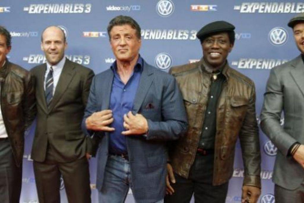 ANTARA PELAKON: Mereka yang turut membintangi The Expendables 3 termasuk (dari kiri) Antonio Banderas, Jason Statham, Sylvester Stallone, Wesley Snipes dan Kellan Lutz. - Foto REUTERS