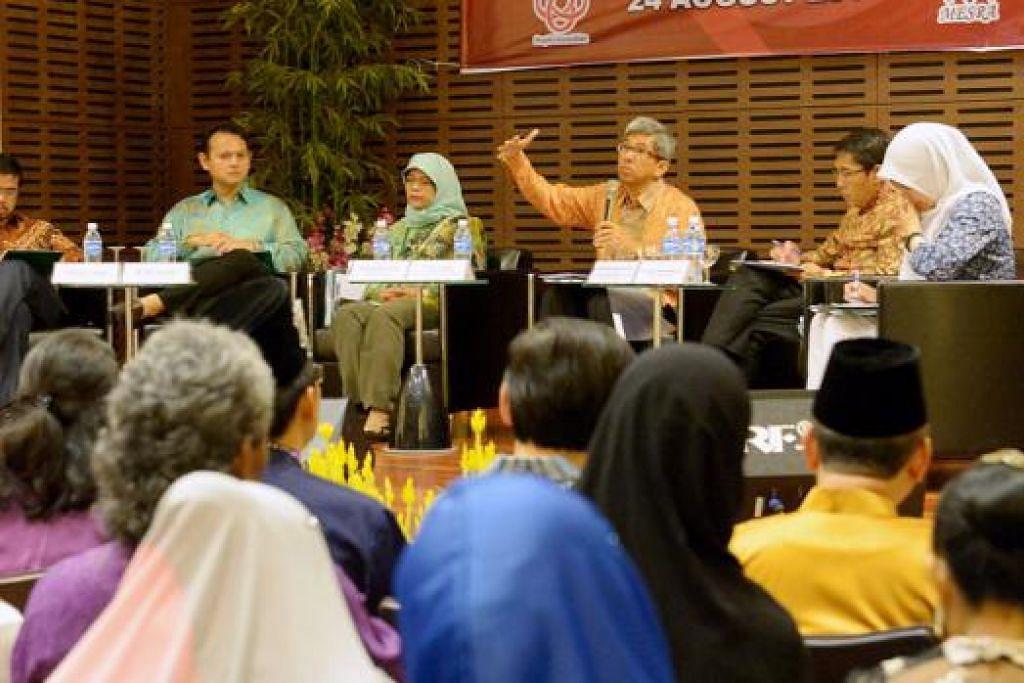 DIALOG DENGAN AP MELAYU: (Dari kiri) Encik Zainal, Encik Zaqy, Cik Halimah, Dr Yaacob, Dr Maliki dan Dr Intan dalam sesi dialog bersama pemimpin akar umbi Melayu untuk membincangkan isu-isu yang ditimbulkan dalam Rapat Hari Kebangsaan oleh Perdana Menteri, Encik Lee Hsien Loong, baru-baru ini. - Foto-foto TUKIMAN WARJI