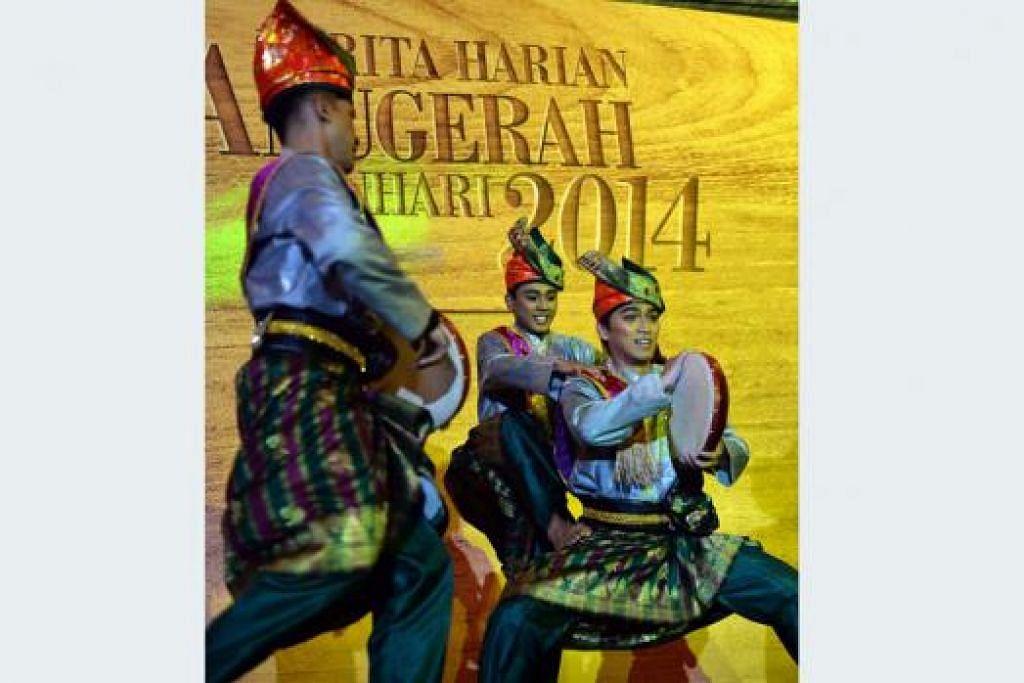 PERSEMBAHAN BUDAYA: Hadirin dihiburkan oleh pelbagai persembahan hiburan dan budaya seperti pertunjukan tarian oleh Era Dance Theatre Limited. - Foto M.O. SALLEH