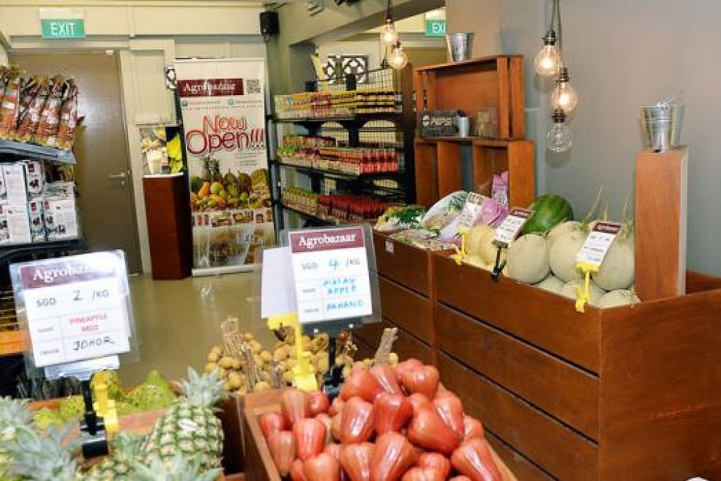 HASIL TANI SEBERANG TAMBAK: Agrobazaar, yang pertama di luar Malaysia, ingin memasarkan produk makanan keluaran Malaysia untuk warga asing. - Foto-foto KHALID BABA