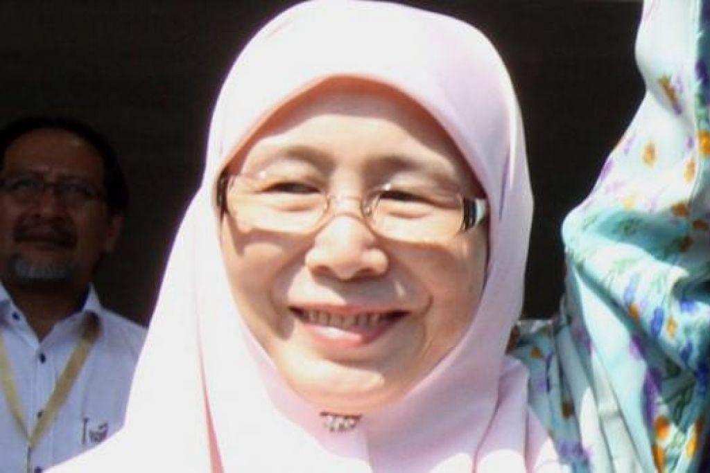 DATUK SERI DR WAN AZIZAH WAN ISMAIL: Parti Keadilan Rakyat dan Parti Tindakan Demokratik bersetuju melantik Presiden PKR sebagai Menteri Besar Selangor yang baru.