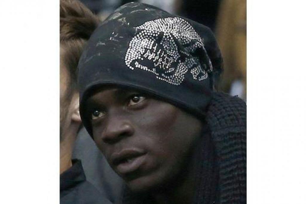 GHAIRAH BERAKSI: Balotelli turun padang ketika pertemuan dengan Tottenham Hotspur hujung minggu ini. - Foto REUTERS