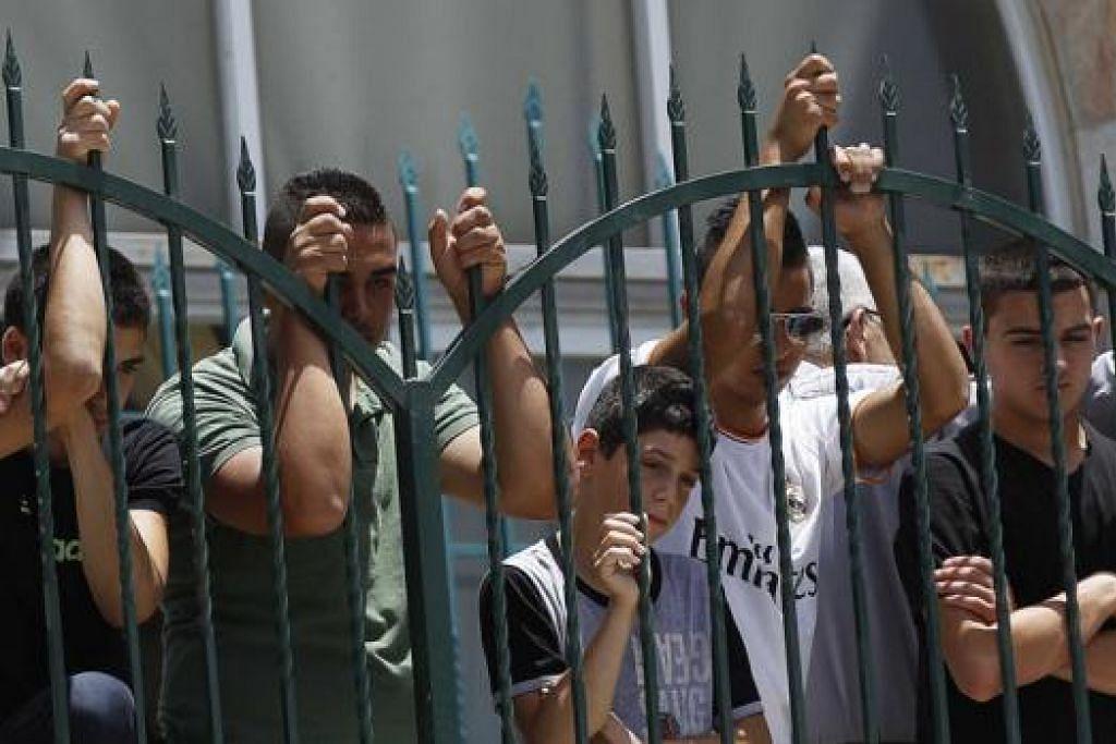CARI JALAN PENYELESAIAN: Bagi kebanyakan perbalahan dan konflik ganas, baik antara Israel dan Palestin mahupun antara kumpulan lain, jalan kepada keamanan mungkin panjang dan sukar. Tetapi program seperti Benih Keamanan boleh membantu membuka jalan. - Foto AFP