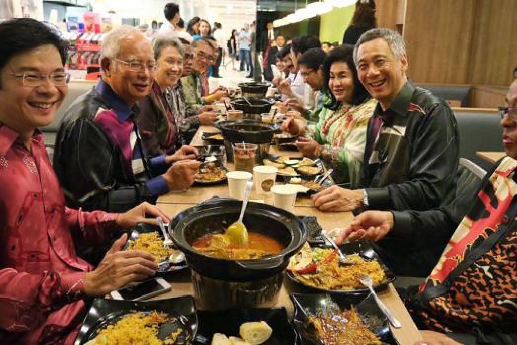 'Bersiar' di Hab Sukan sebelum nikmati hidangan istimewa - MENIKMATI HIDANGAN: PM Lee Hsien Loong (dua dari kanan) dan Datuk Seri Najib Tun Razak (dua dari kiri) serta isteri-isteri mereka menjamu selera di My Briyani House di Kallang Wave Mall kelmarin. Turut hadir ialah Pemangku Menteri Kebudayaan, Masyarakat dan Belia Singapura, Encik Lawrence Wong (kiri), dan Datuk Ismail Sabri Yaacob, Menteri Pertanian dan Industri Asas Tani Malaysia (kanan). - Foto-foto TUKIMAN WARJI