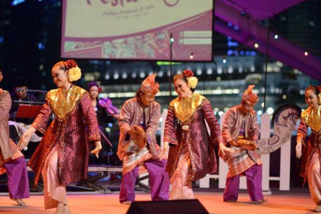 BUDAYA MELAYU: Menghargai budaya Melayu menerusi antaranya tarian jelas menunjukkan betapa orang Melayu mendukung budayanya. - Foto fail