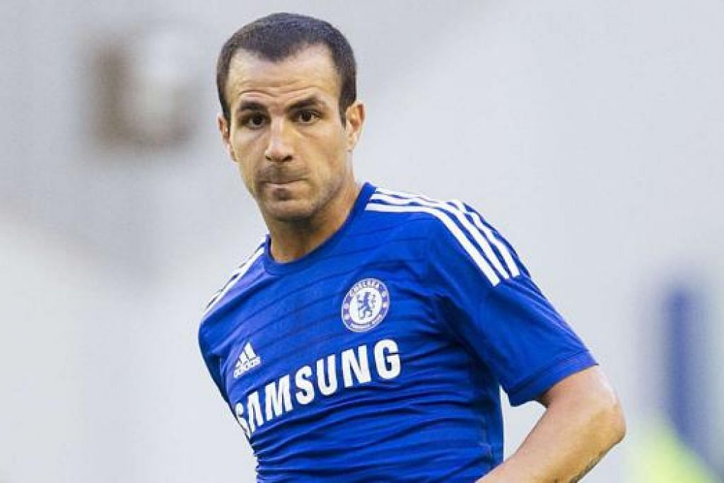DUA SUDAH CUKUP: Pengurus Chelsea, Jose Mourinho, menyasarkan pemain yang dirasakan perlu bagi mengukuhkan skuadnya dan dari segi ini, pembelian penyerang Diego Costa dan pemain midfield Cesc Fabregas memenuhi keperluan itu. - Foto-foto REUTERS