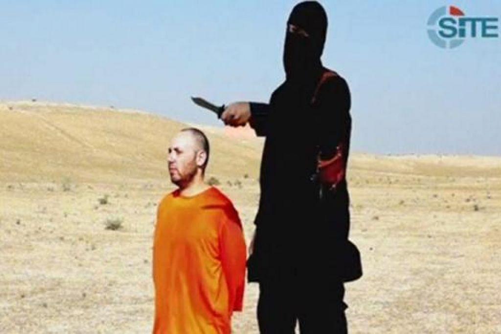 SEORANG LAGI KORBAN: Imej daripada video yang dikeluarkan oleh militan IS yang menunjukkan wartawan Steven Sotloff sebelum dipenggal kepalanya. - Foto REUTERS
