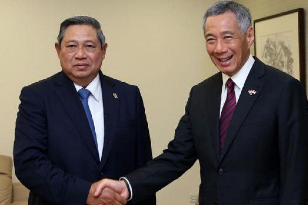 PERTEMUAN DUA PEMIMPIN: Presiden Yudhoyono mengadakan pertemuan dengan Perdana Menteri, Encik Lee Hsien Loong, sambil membincangkan pelbagai isu antarabangsa semalam. - Foto MCI