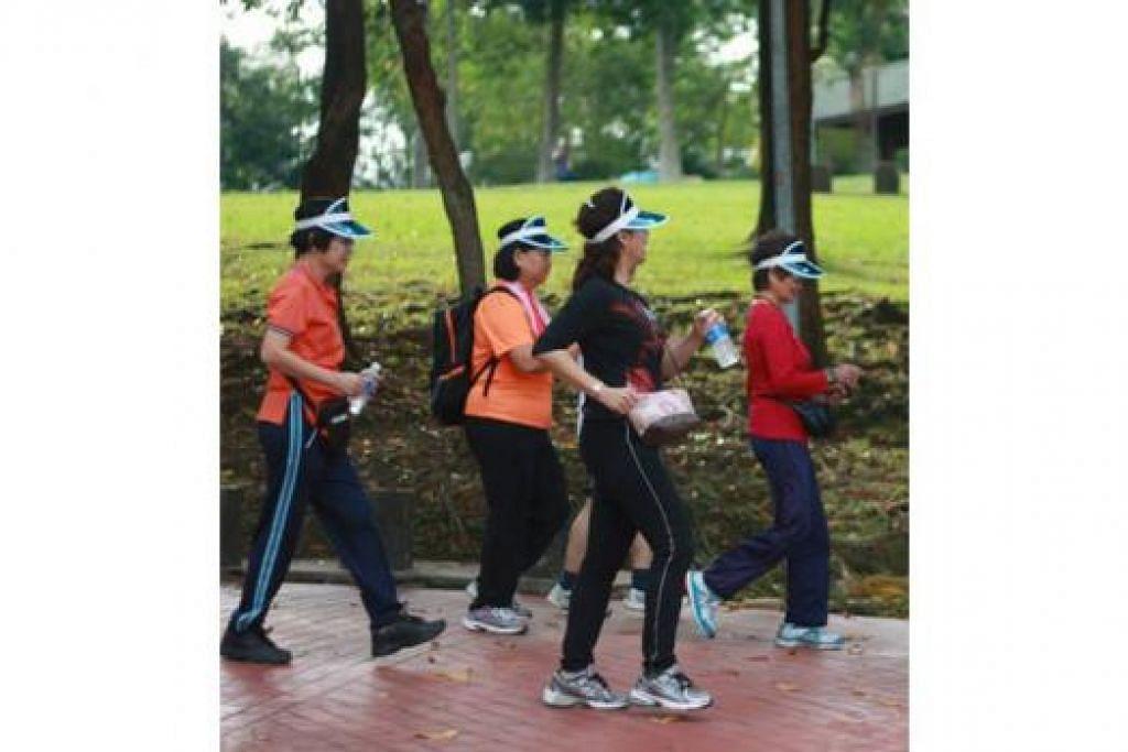 JALAN TERUS: Kelab Berjalan ini memupuk semangat ingin terus berjalan dalam kegiatan harian. - Foto TTSH
