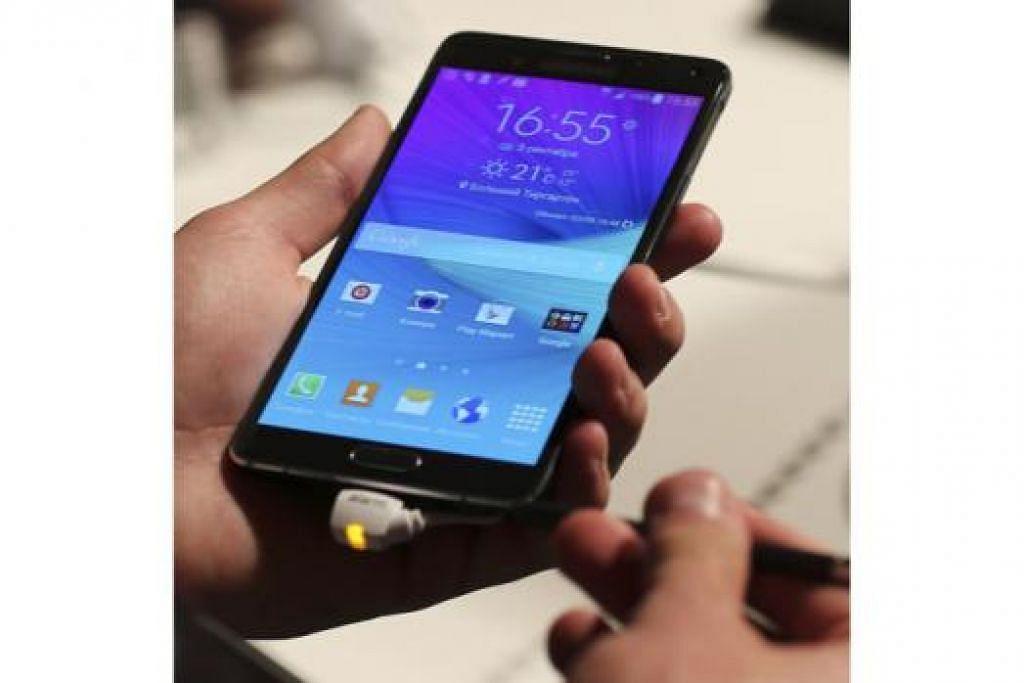 TERBARU: Samsung Galaxy Note 4 dilancarkan di pameran IFA Electronics di Berlin, Jerman, awal minggu ini. - Foto REUTERS