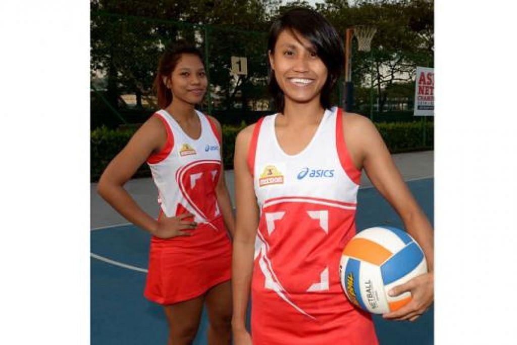 MELETAKKAN HARAPAN TINGGI: Nurul Baizura (depan) dan Nur Aqilah berazam memberi persembahan terbaik bersama pasukan mereka dalam pertandingan di Kejohanan Bola Jaring Asia. - Foto TUKIMAN WARJI