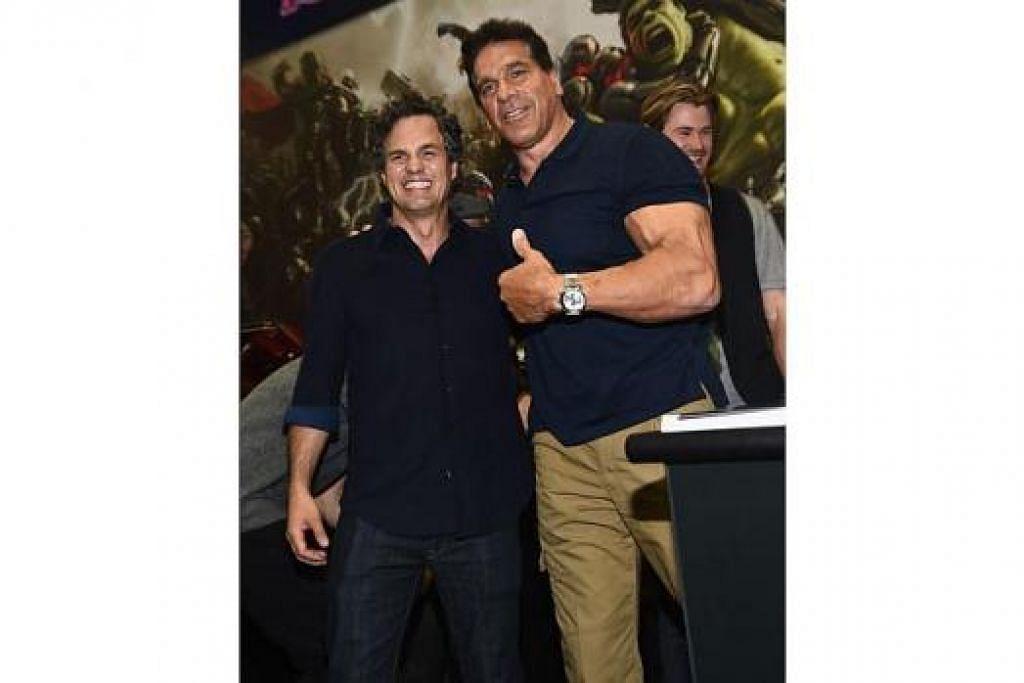 MASIH KEKAL SIHAT: Lou Ferrigno (kanan) yang hadir di satu majlis baru-baru ini bersama seorang lagi pelakon, Mark Ruffalo, masih terus bersenam dan menjaga pemakanan demi mengekalkan otot tubuh dan kesihatan dirinya. - Foto AFP