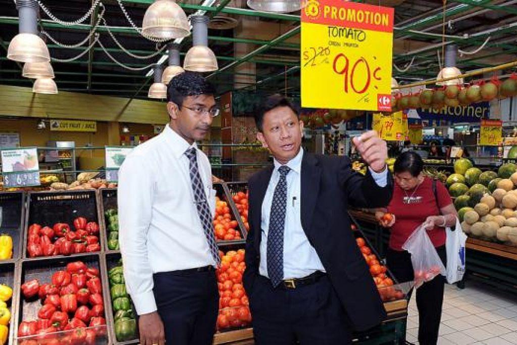 SAMBUT BAIK SARANAN BARU: CEO dan presiden lembaga pengarah firma PT Trans Retail di Jakarta, Encik Shafie Shamsudin, berkata pihak syarikat antara lain mencari individu yang boleh berfikir secara kreatif, sikap kerja yang baik, daya tahan yang tinggi dan berani mencuba sesuatu yang baru. - Foto fail