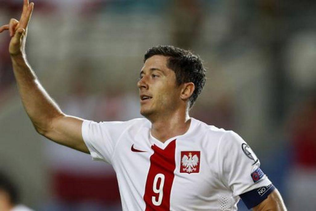 PESTA GOL: Kapten Poland, Robert Lewandowski, enggan dibendung dan berjaya menyumbat empat gol untuk pasukannya. - Foto AFP
