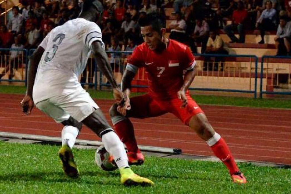 MASIH PERLU PERBAIKI: Sahil Suhaimi cuba sedaya upaya tetapi tidak berjaya mendapat gol untuk Singapura dalam perlawanan di Stadium Hougang semalam.