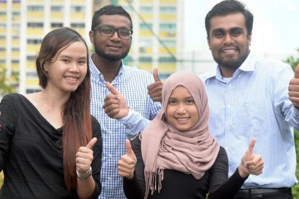 RAI KEJAYAAN BERSAMA: (Dari kiri) Cik Nur Shafikah, Encik Mohammad Hafiz, Cik Nur Ahdiah dan Encik Mohammad Rizuan baru-baru ini diundang ke acara tahunan Graduates' Tea bagi menyambut pencapaian mereka bersama. – Foto TAUFIK A. KADER