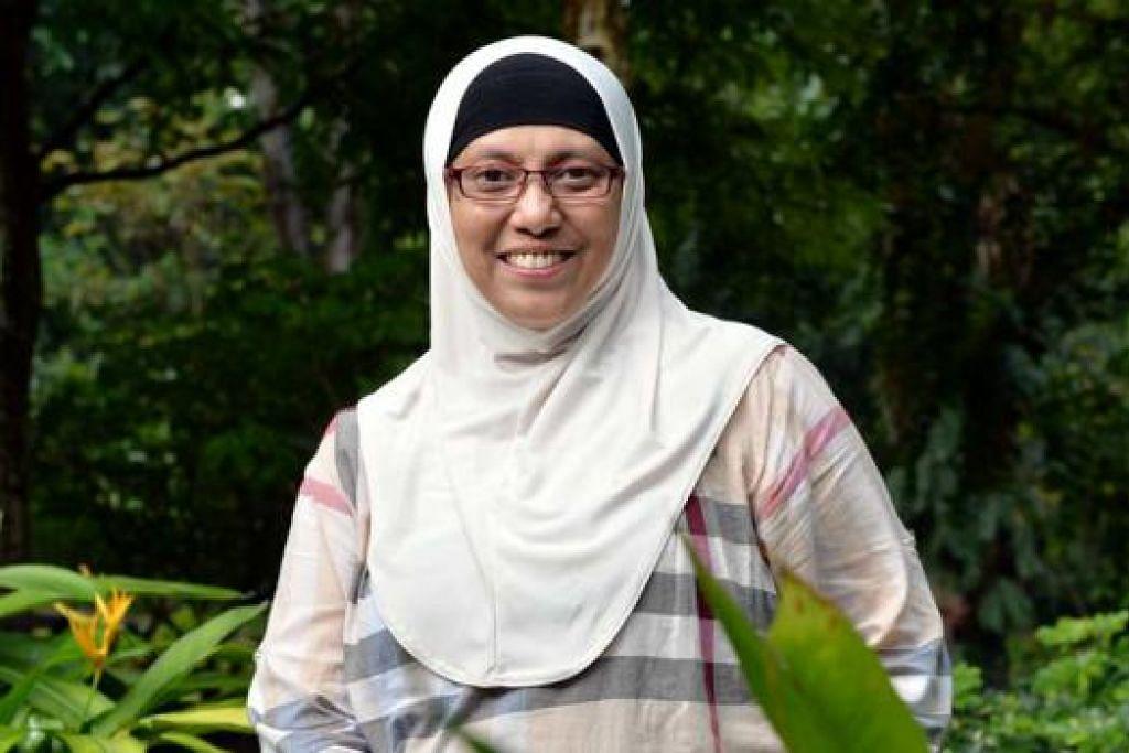 BELAJAR SEPANJANG HAYAT: Pembelajaran sepanjang hayat diamalkan Cik Ramlah Salim yang bersikap posif dalam kehidupan hariannya. - Foto KHALID BABA