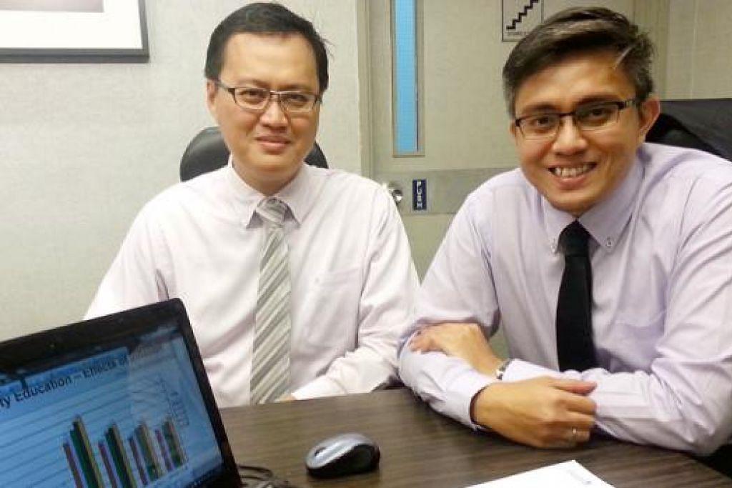 BERSEDIA AWAL: Encik Asmadi Ahmad (kiri) dan Encik Rohai Sulaiman mengusulkan agar keluarga dan pasangan baru berumah tangga Melayu di sini menyediakan simpanan bagi membiaya kos pendidikan anak mereka awal-awal lagi. - Foto DARWIS SAID