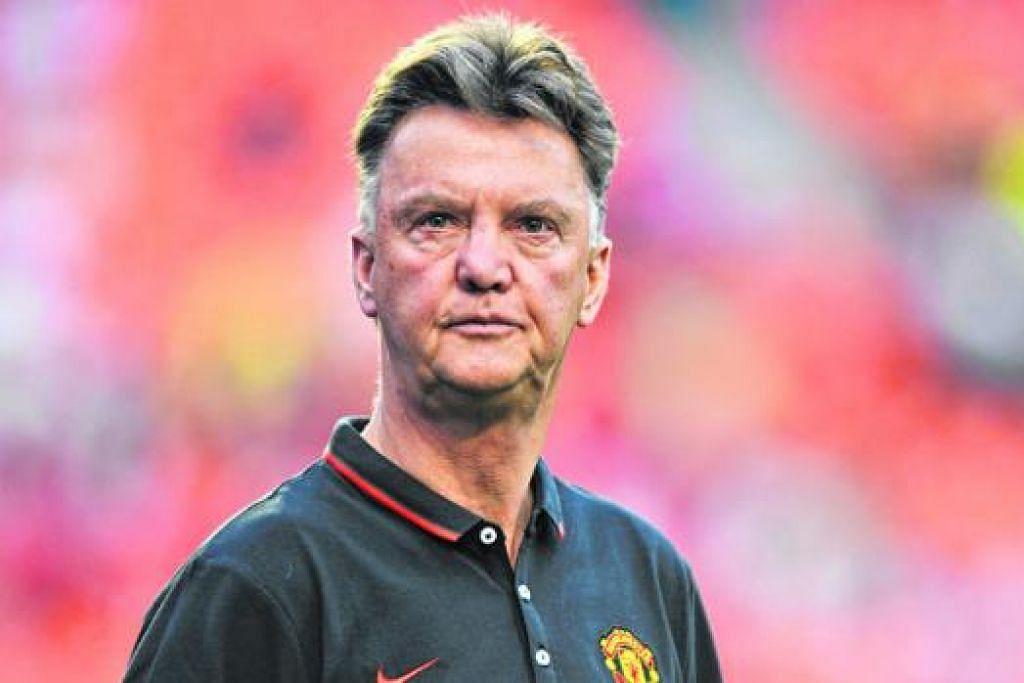 VAN GAAL: Van Gaal yakin dapat mencapai matlamat tiga tempat teratas liga. – Foto Fail