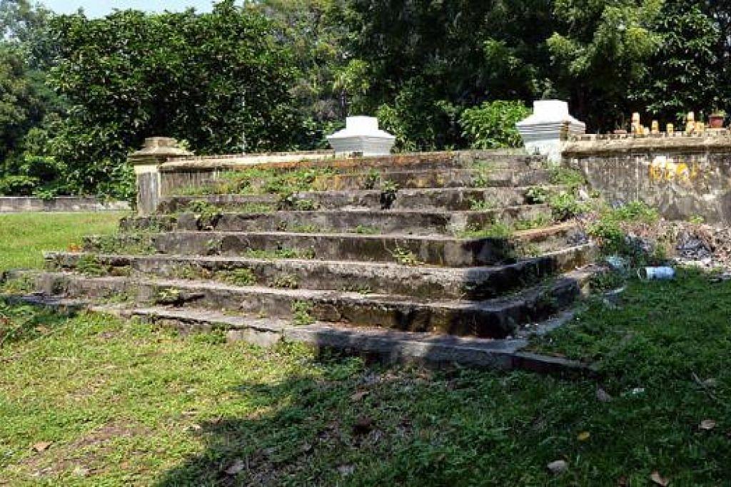 PERSEMADIAN DIRAJA: Tempat tinggi bertangga ini menempatkan beberapa kubur kerabat diraja.