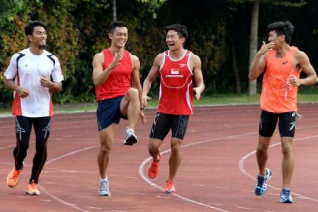 MENARUH HARAPAN TINGGI: Pasukan pelari pecut 4X100 meter ini terdiri daripada (dari kiri) Muhd Elfi Mustapa, Lee Chong Wei, Calvin Kang dan Gary Yeo. - Foto ZAINAL YAHYA