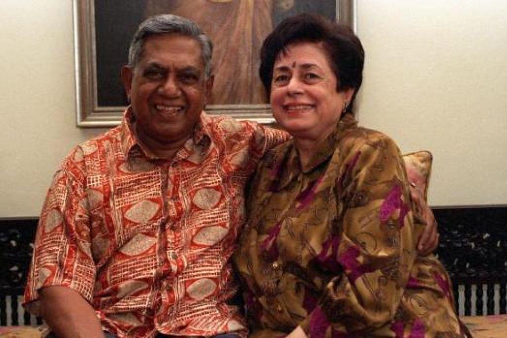SETIA BERSAMA: Encik Nathan bersama isteri tersayang, Cik Urmila (Umi) Nandi. - Foto fail