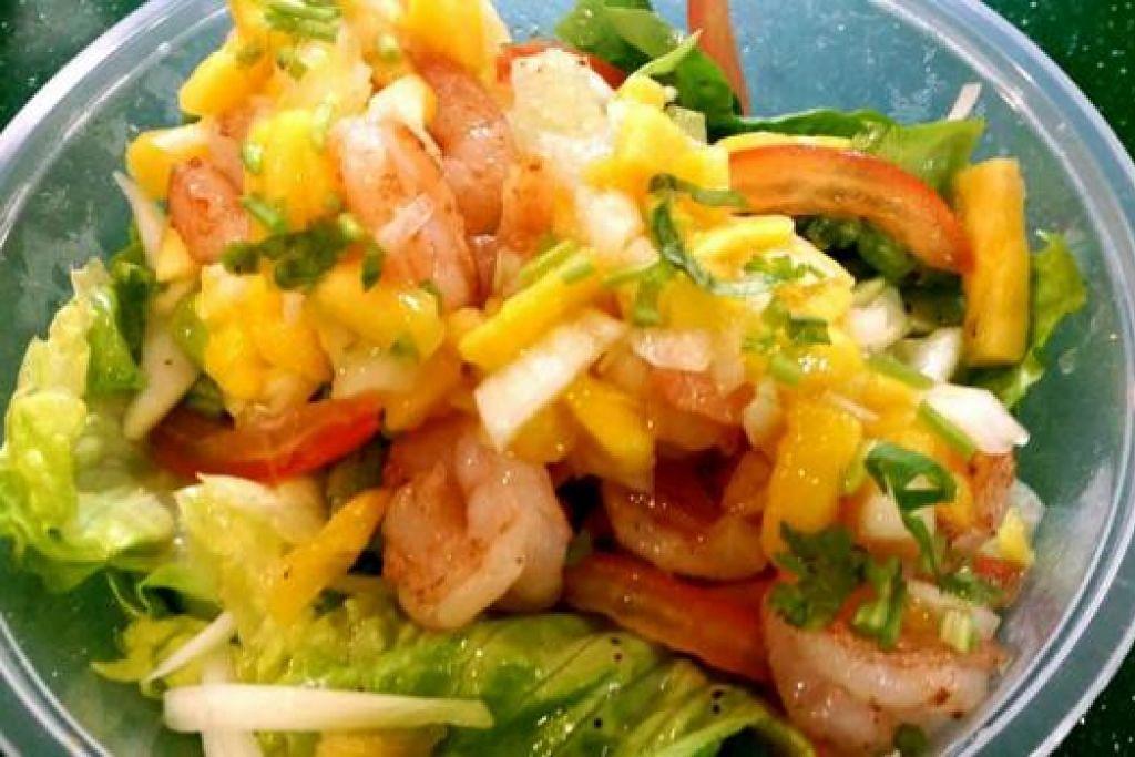 CAMARONES: Udang panggang, yang disalut dengan salsa mangga bersama salad 'baby romaine' yang rangup dan segar.