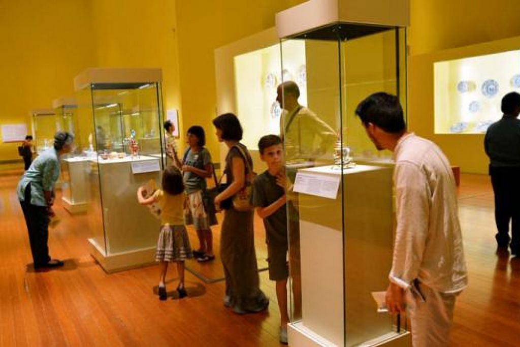 PAMERAN CHINA MANIA!: Pameran di Muzium Tamadun Asia ini menampilkan pelbagai porselin dan artifak daripada seluruh dunia dan mengisahkan sejarah perdagangan porselin di luar China.