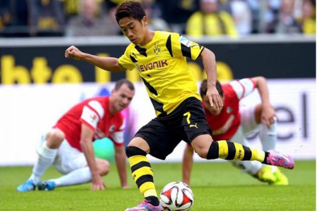 WIRA KEMBALI: Shinji Kagawa yang dianggap wira selepas membantu Borussia Dortmund memenangi dua kejuaraan liga dari 2011 diharap dapat membantu Dortmund menundukkan Arsenal dinihari esok. - Foto AFP