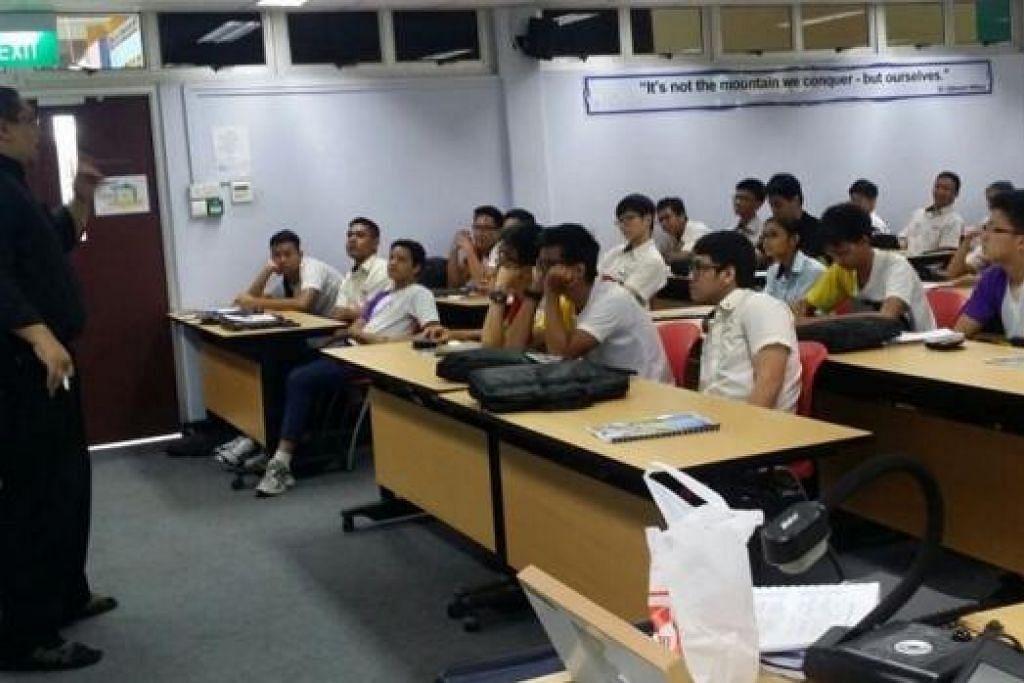 MINDA BERJAYA: Peranan membentuk minda yang berjaya di kalangan anak muda penting, kata Syed Muhammad (kiri), sebagai asas mereka menjadi usahawan cemerlang. - Foto THE GREEN APPLE PROJECT