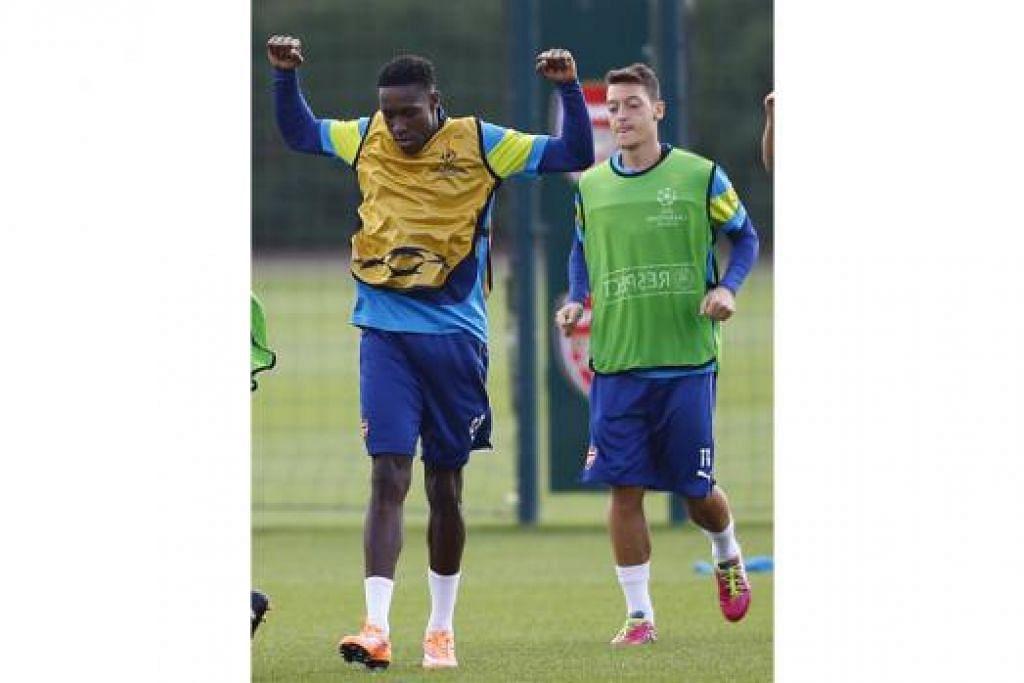 PERLU PAMER PRESTASI BAIK: Danny Welbeck (kiri) dan bintang midfield Jerman, Mesut Ozil, diharapkan dapat menyerlah bagi membantu Arsenal menumpaskan Aston Villa, hari ini. - Foto REUTERS