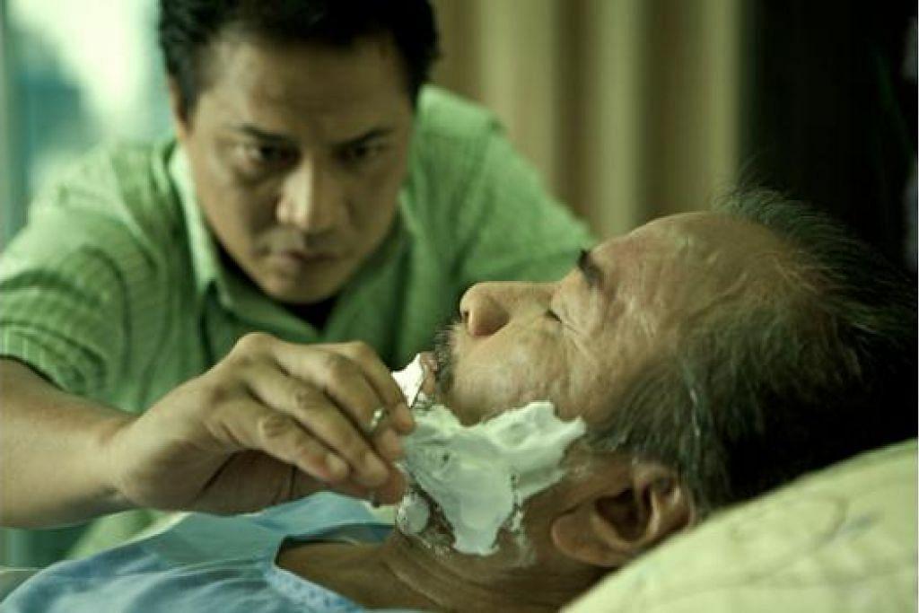SAYANG DISAYANG: Filem yang dijayakan Datuk Rahim Razali (kanan) dan Rafaat Hamzah (kiri) sebelum ini telah meraih beberapa anugerah. - Foto REELJUICE