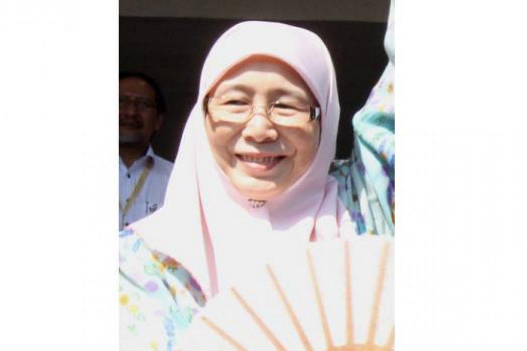 JAWAPAN DIKETAHUI SELASA INI: Menurut sumber istana, Dr Wan Azizah (atas) bukan Menteri Besar Selangor yang baru dan sebaliknya antara nama lain yang disebut dilantik jawatan itu ialah Encik Azmin. - Foto-foto fail
