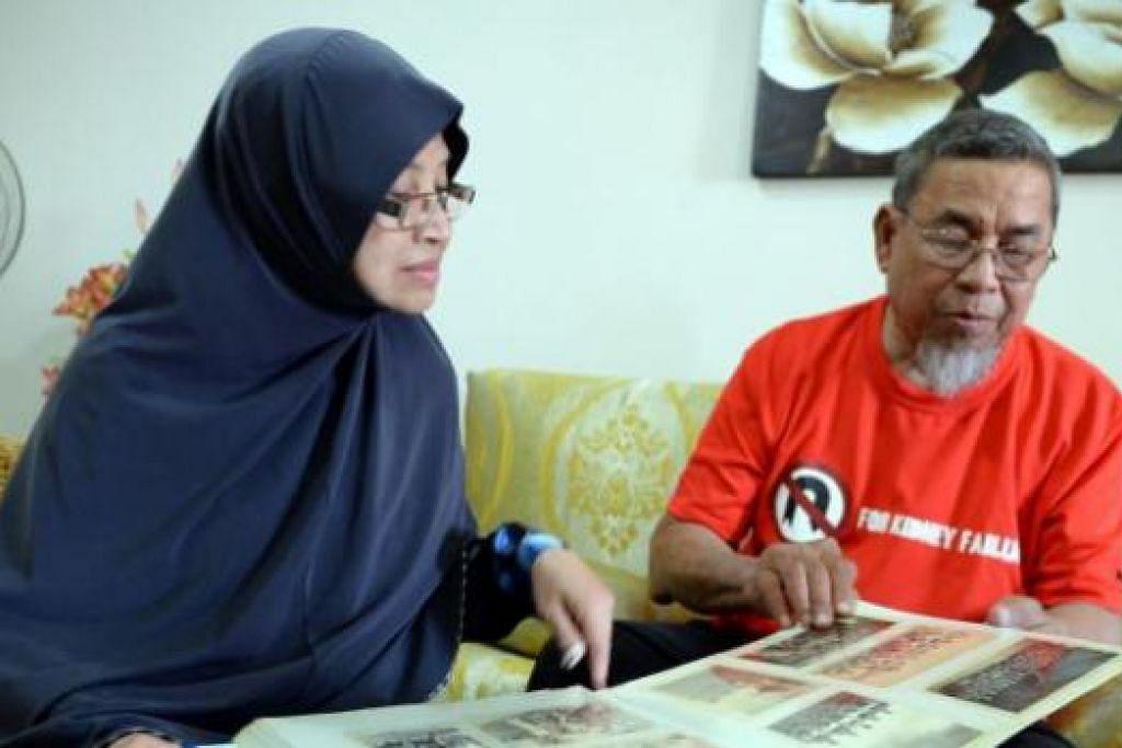 MENYUSUR KENANGAN LAMA: Muhammad Ali Amat dan isterinya, Samsiah Othman, melihat gambar-gambar lama semasa beliau aktif sebagai pemain bola sepak nasional pada tahun-tahun 1960-an sebelum beliau bersara daripada padang bola sepak pada 1975. - Foto ZAINAL YAHYA