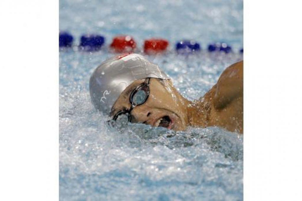 JOSEPH SCHOOLING: Catat masa 1 minit 57.54 saat dalam acara 200 meter kuak kupu-kupu. - Foto THE STRAITS TIMES