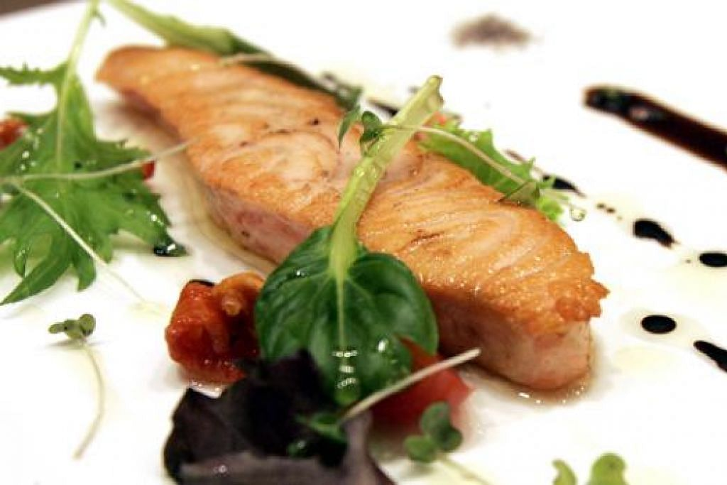 SUMBER LEMAK OMEGA-3: Ikan salmon, sardin, terubuk dan tenggiri antara contoh makanan bantu mengurangkan pembekuan darah dalam arteri.