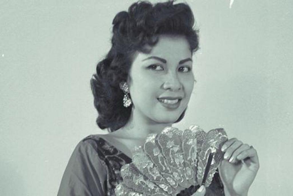MANIS MENAWAN: Datuk Maria Menado merupakan peragawati fesyen terbilang di zaman kegemilangannya.- Foto fail