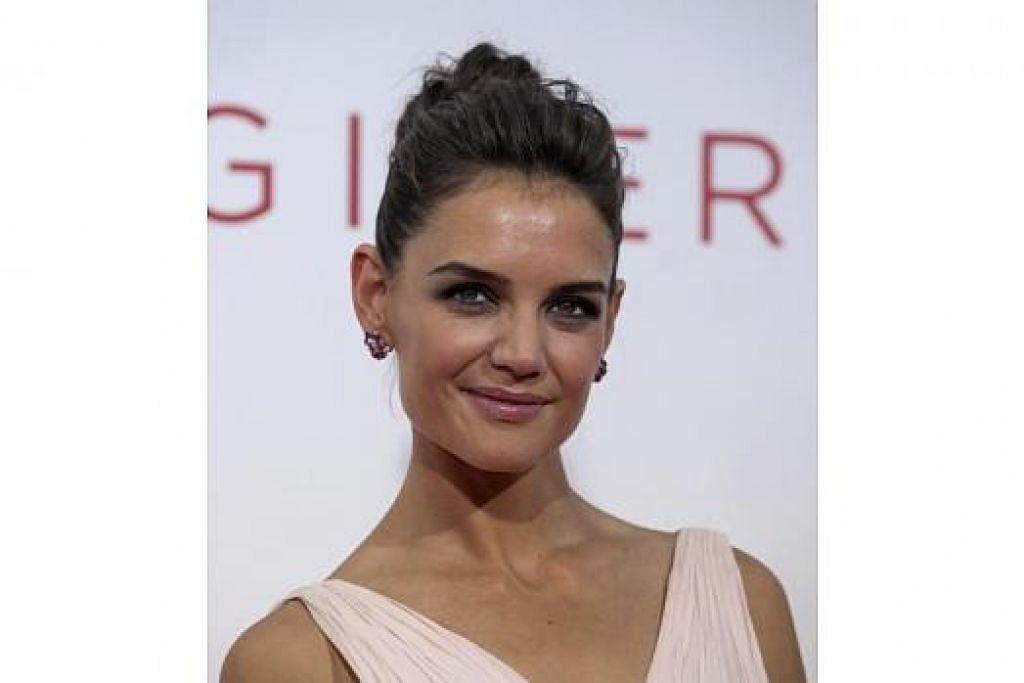 TURUT BERLAKON: Walaupun jadi pengarah, Katie Holmes turut berlakon dalam filem arahannya. - Foto fail