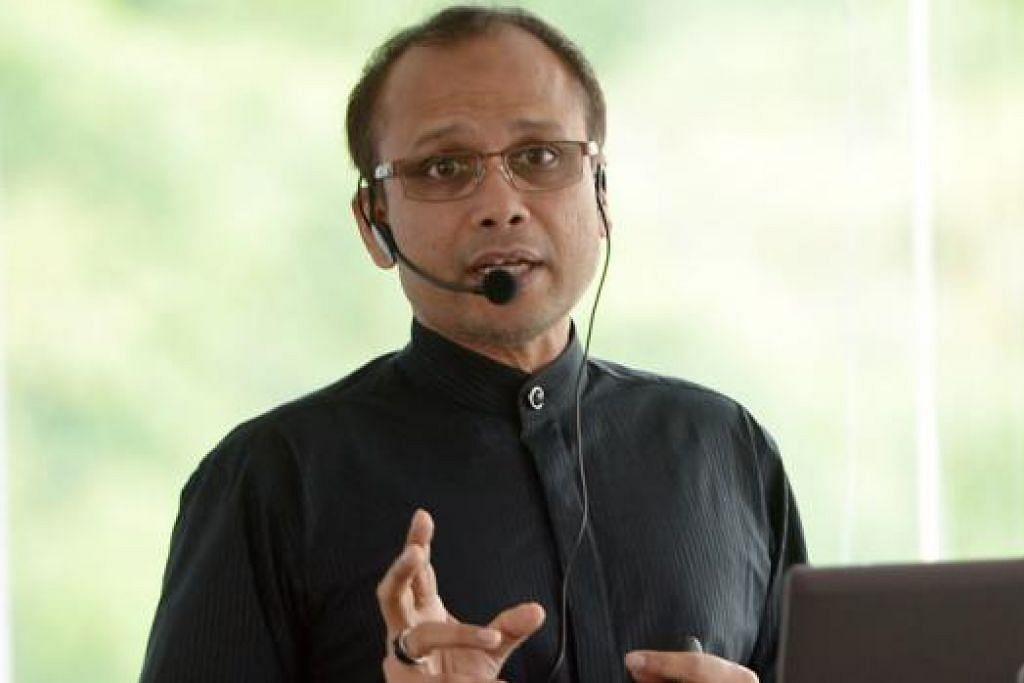 """""""Bahasa Melayu masih digunakan meluas di rumah. Agama menyumbang kepada penggunaan yang meluas ini kerana agama Islam diamalkan dalam BM sama ada melalui ibu bapa, asatizah dan media massa serta bahan bercetak."""" - Dr Mohamed Pitchay Gani Mohamed Abdul Aziz tentang kajiannya mengenai bahasa Melayu Singapura termasuk perbandingan dengan masyarakat minoriti Melayu Canada"""