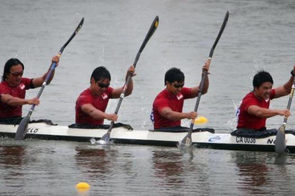 TEMPAT COROT: Pendayung Singapura yang menyertai acara kayak (K4) 1,000 meter lelaki hanya mampu mendapat tempat kesembilan semalam. - Foto THE STRAITS TIMES